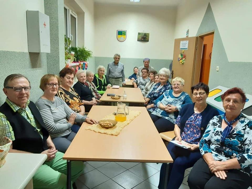 Spotkanie uczestników Klubu Seniora w świetlicy Gminnego Ośrodka Kultury w Tychowie.